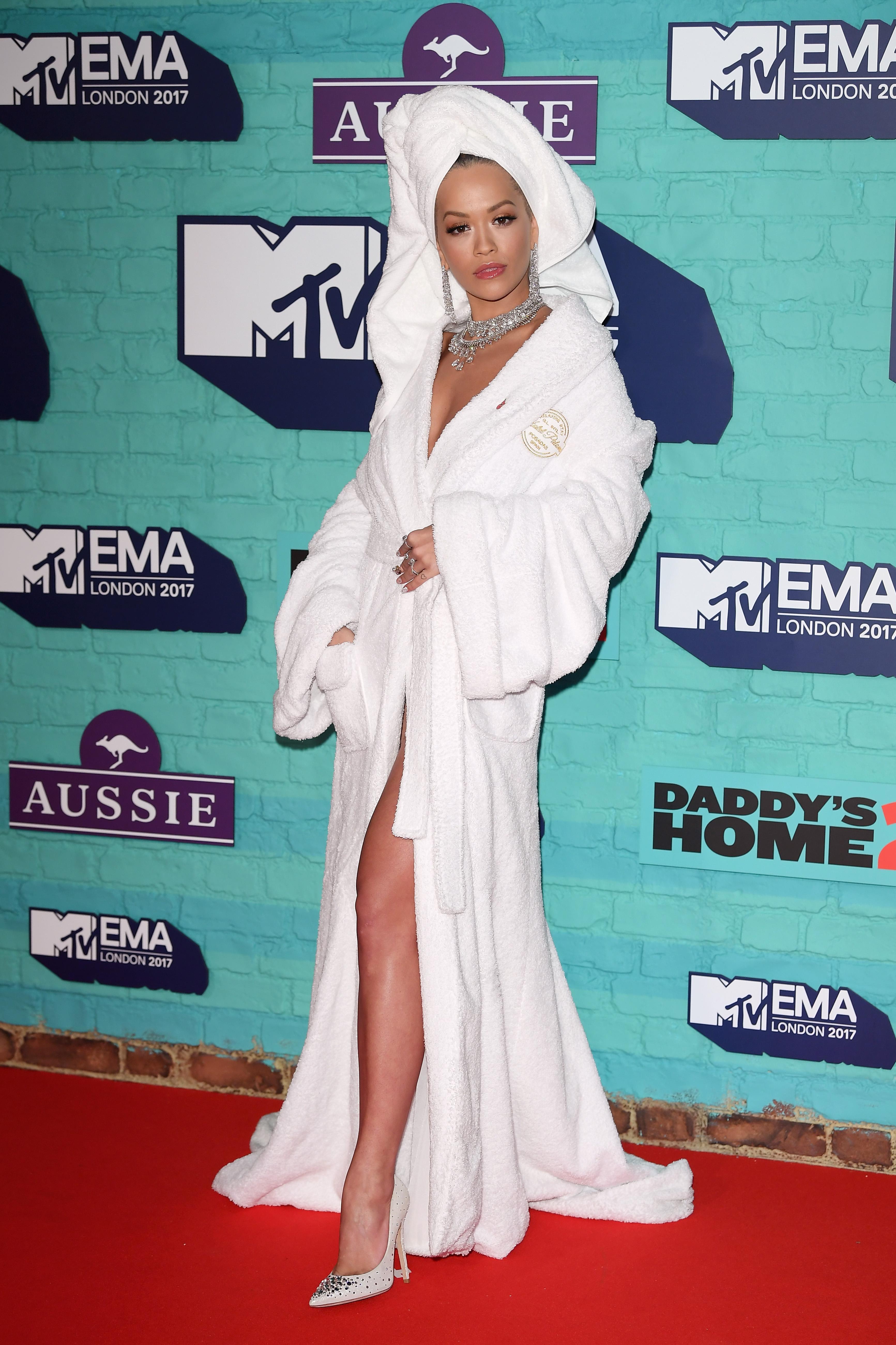 Rita-Ora-Rocks-A-Bathrobe-And-a-Towel-At-The-2017-MTV-EMA-Awards