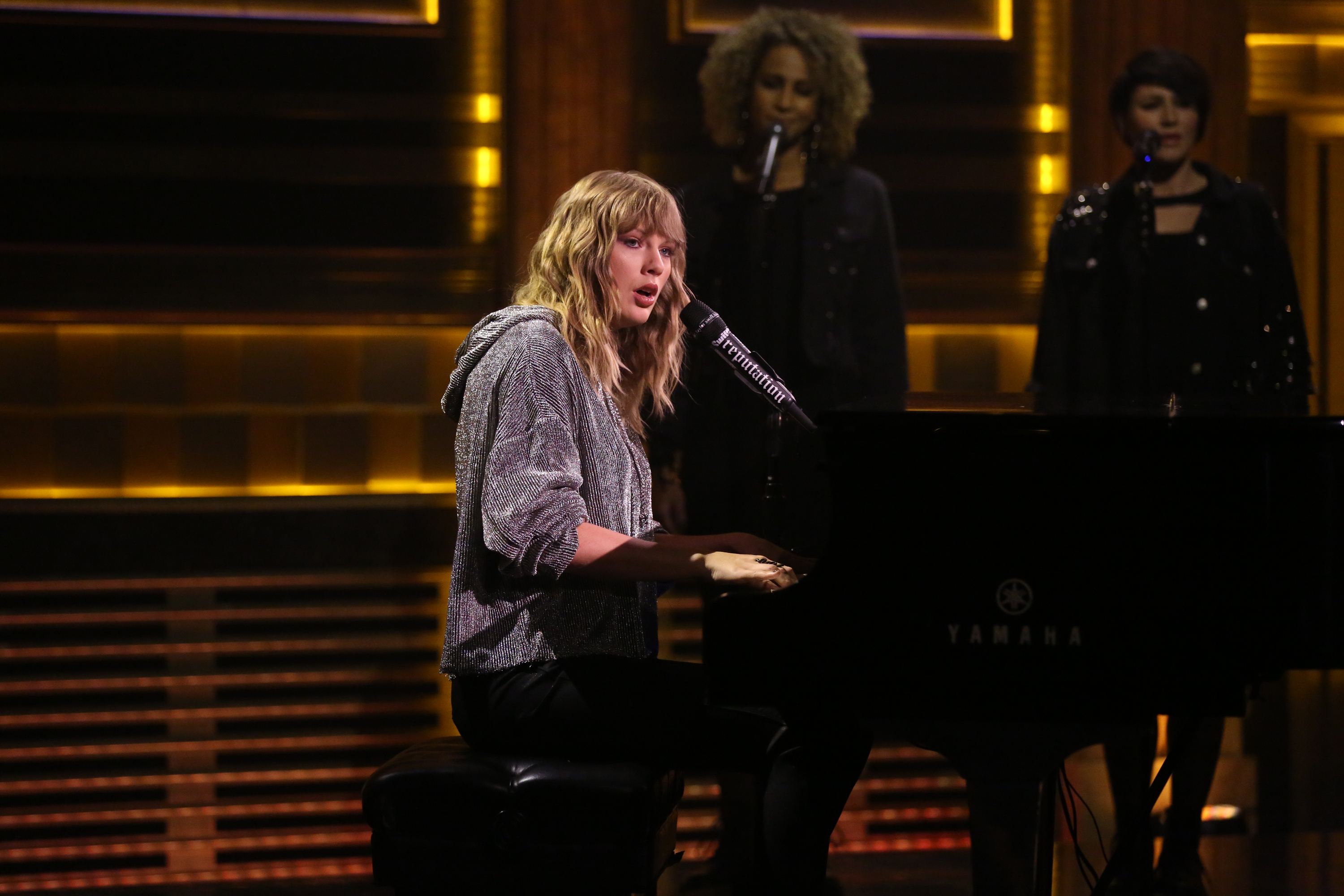 Taylor-Swifts-Surprise-Tonight-Show-Performance-Leaves-Jimmy-Fallon-In-Tears