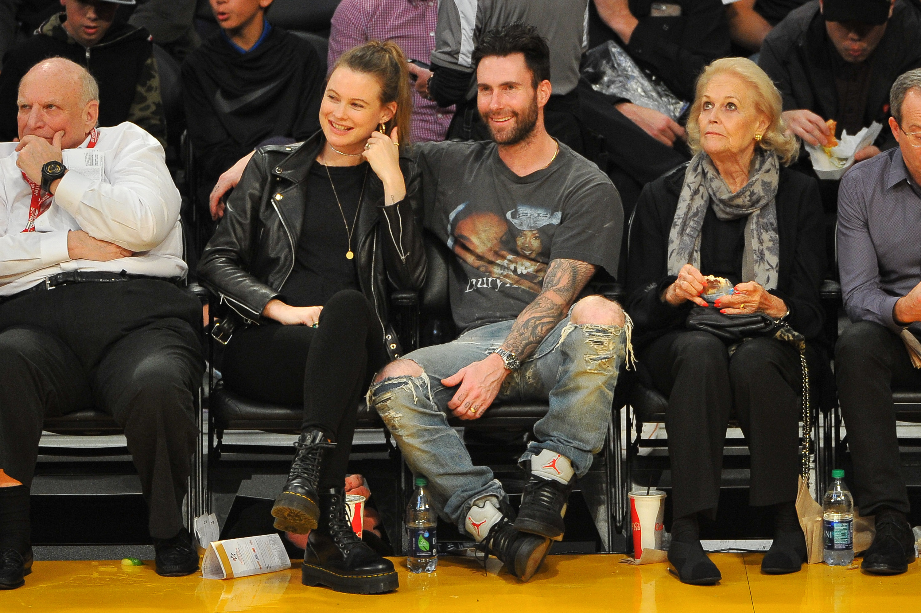 Behati Prinsloo and Adam Levine attend a basketball game between the Los Angeles Lakers and the Philadelphia 76ers at Staples Center on November 15, 2017 in Los Angeles