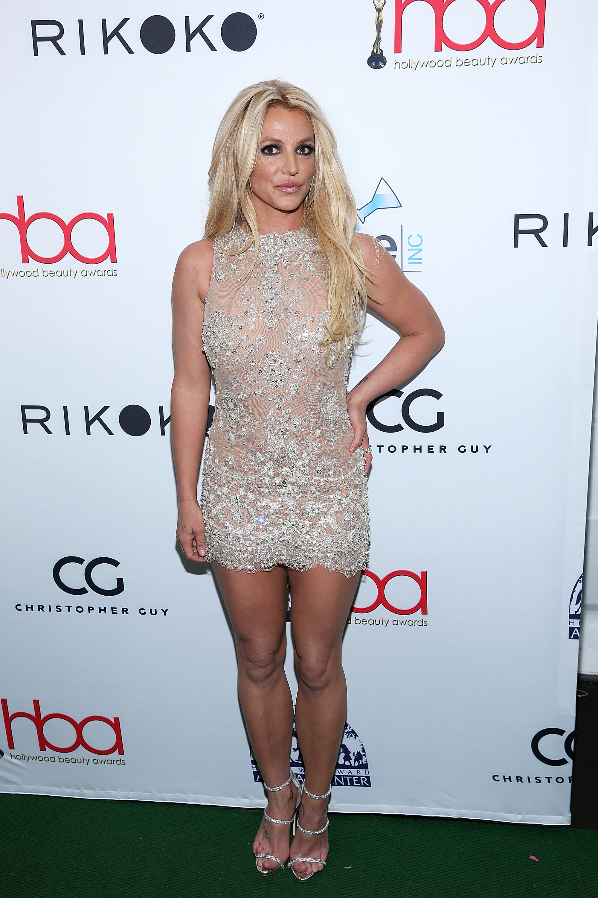 Britney-Spears-Sparkles-In-Super-Sexy-Minidress-At-Hollywood-Beauty-Awards
