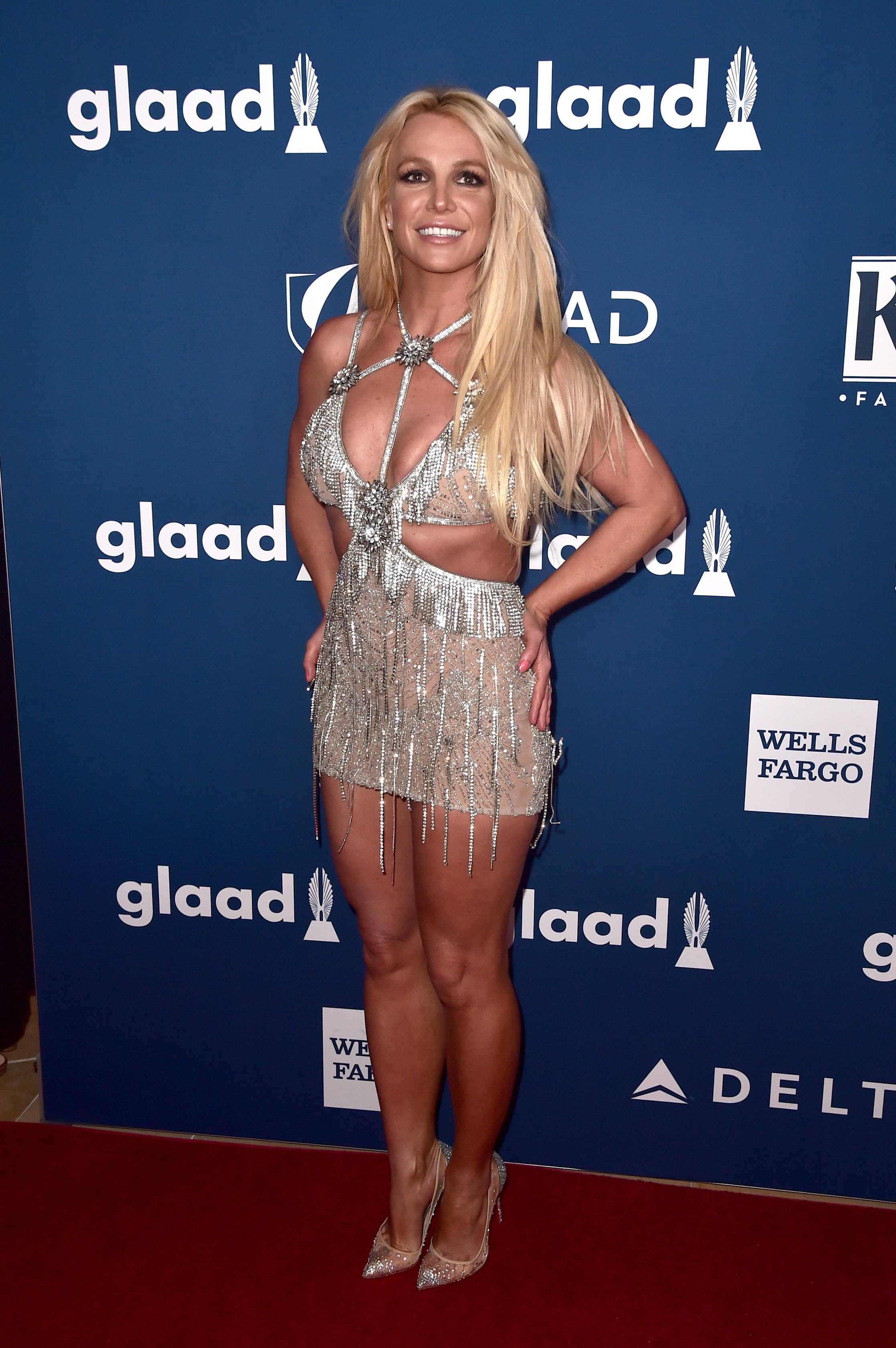 Britney-Spears-Dazzles-In-A-Sparkling-Minidress-At-The-2018-GLAAD-Media-Awards