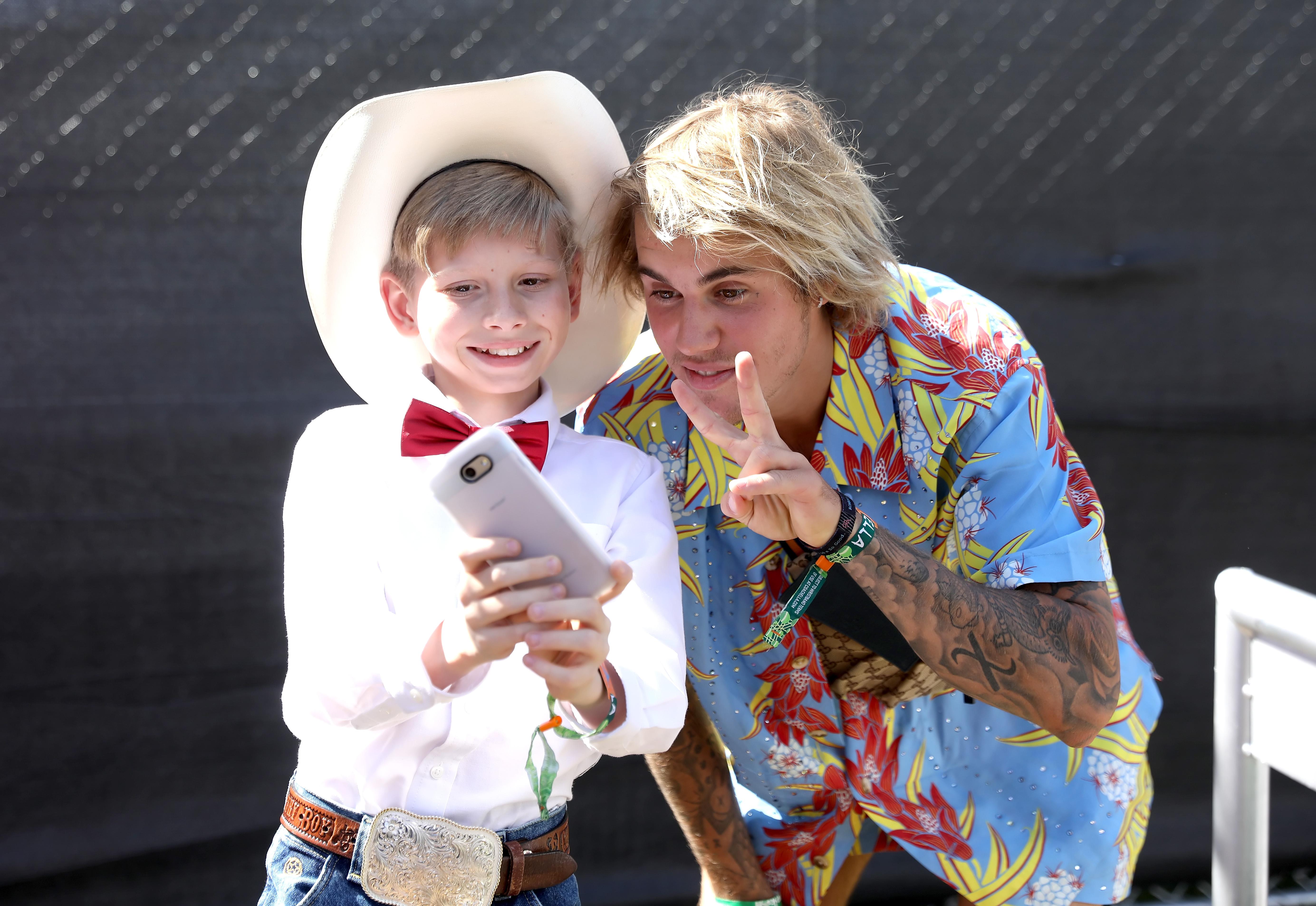 Yodeling-Walmart-Kid-Meets-Justin-Bieber-At-Coachella