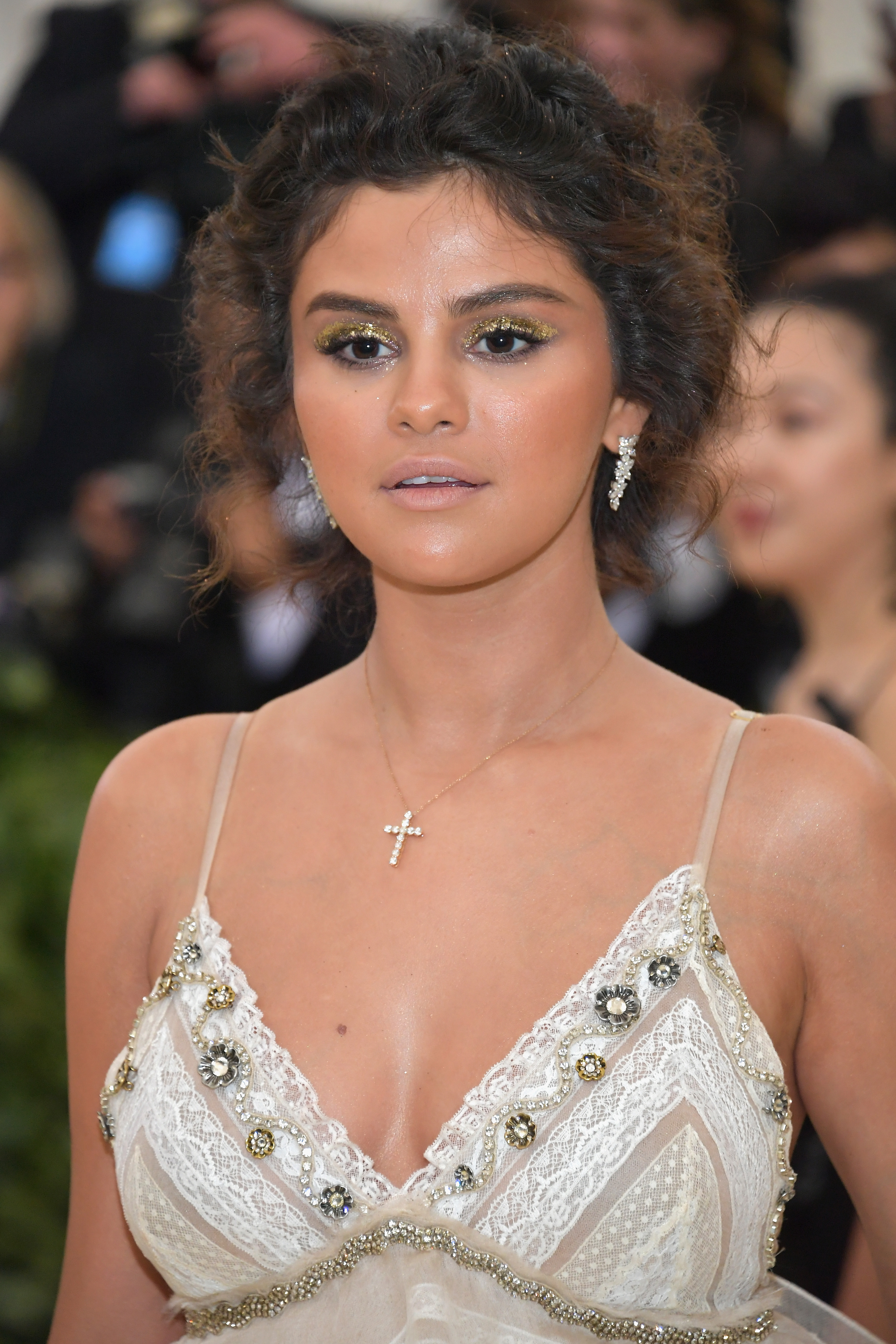 Selena-Gomez-Reacts-To-Her-Overly-Bronzed-Met-Gala-Look