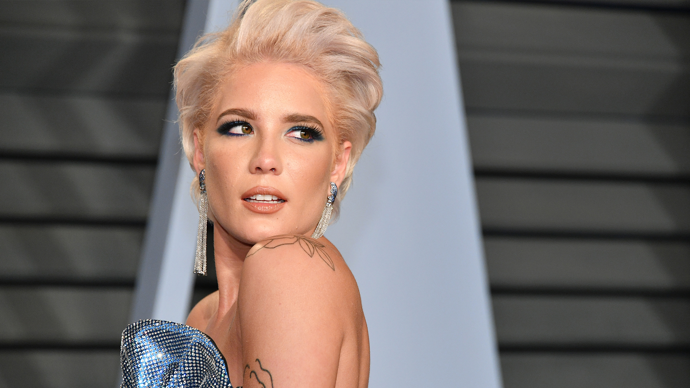 Halsey attends the 2018 Vanity Fair Oscar Party hosted by Radhika Jones at Wallis Annenberg Center for the Performing Arts on March 4, 2018 in Beverly Hills, California. (Photo by Dia Dipasupil/Getty Images)