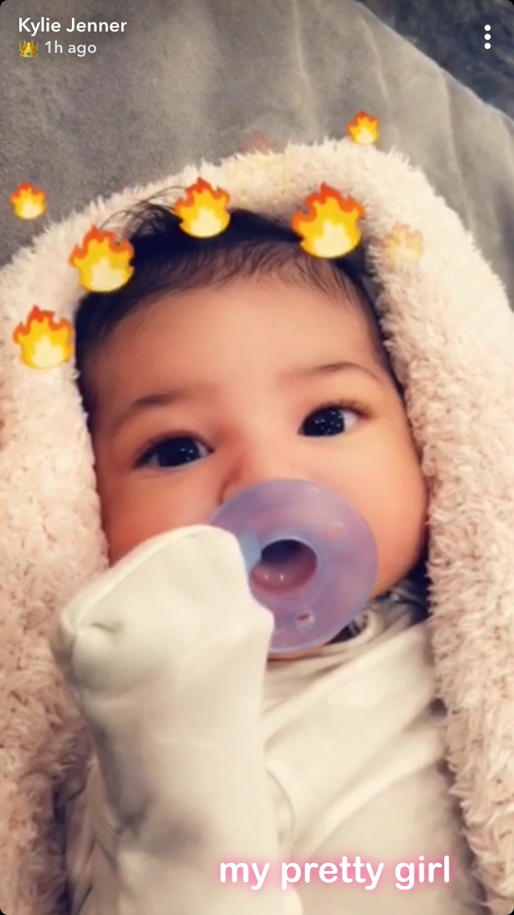 Kylie-Jenner-Shares-First-Close-Up-Picture-Of-Daughter-Stormi