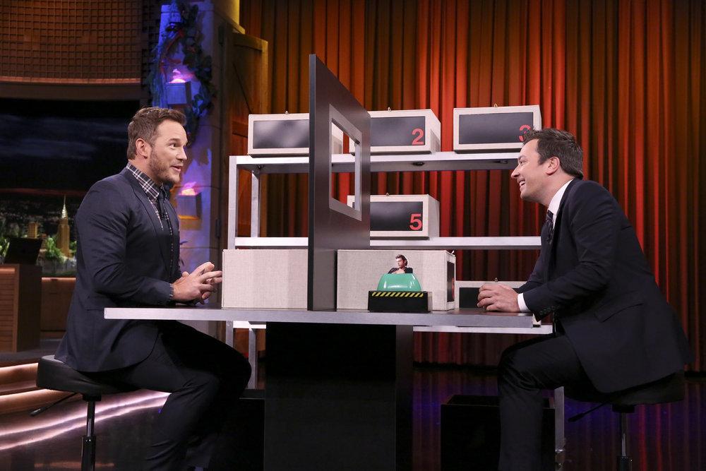 Chris-Pratt-Beats-Jimmy-Fallon-Big-In-Box-Of-Lies-During-The-Tonight-Show