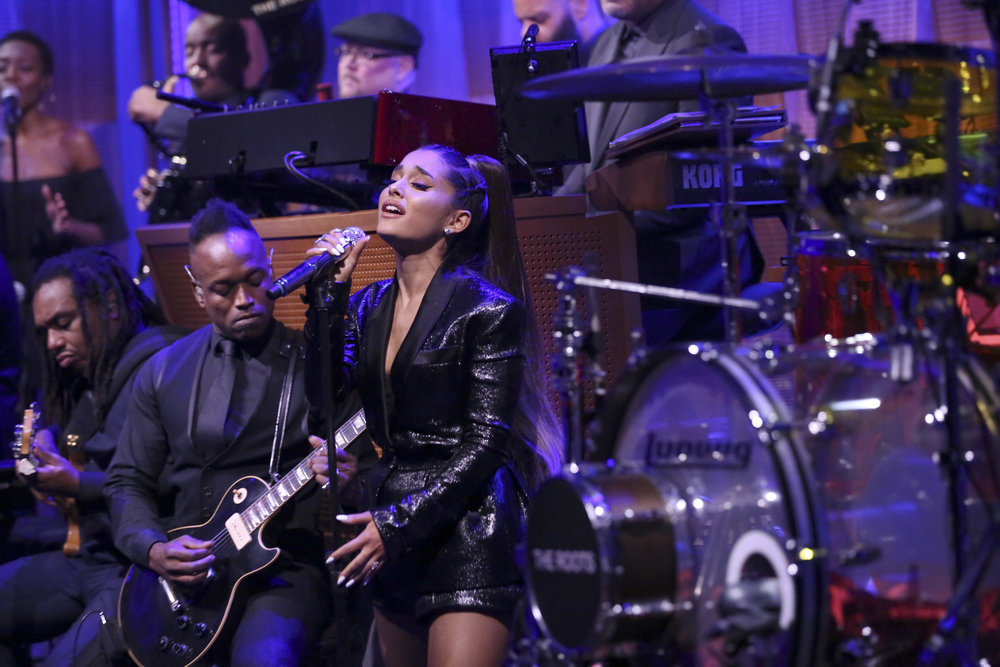 Ariana-Grandes-Emotional-Aretha-Franklin-Tribute-Singing-Natural-Woman-Will-Give-You-The-Chills