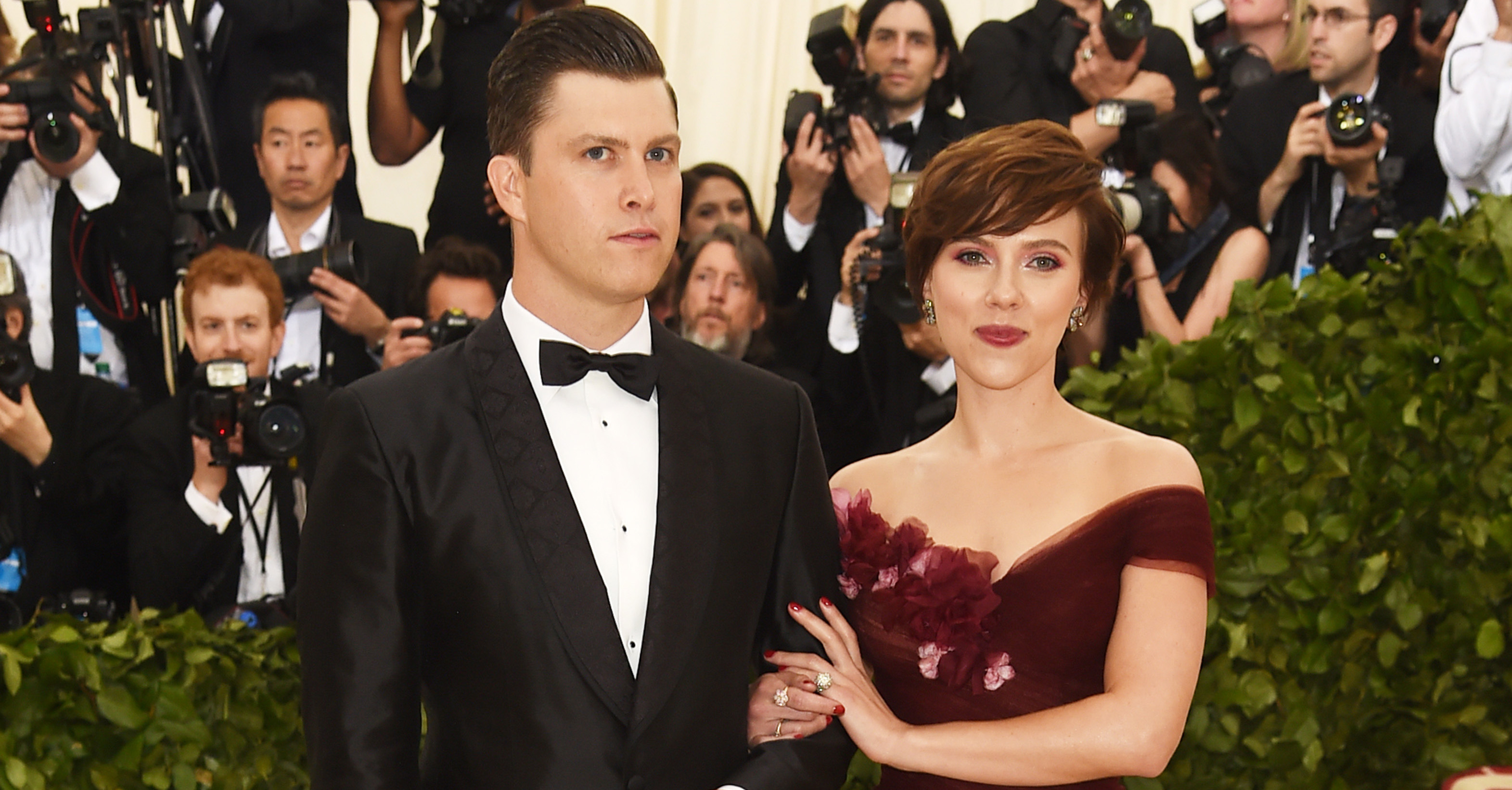 Colin Jost and Scarlett Johansson attend the Heavenly Bodies: Fashion & The Catholic Imagination Costume Institute Gala at The Metropolitan Museum of Art on May 7, 2018 in New York City. (Photo by Jamie McCarthy/Getty Images)