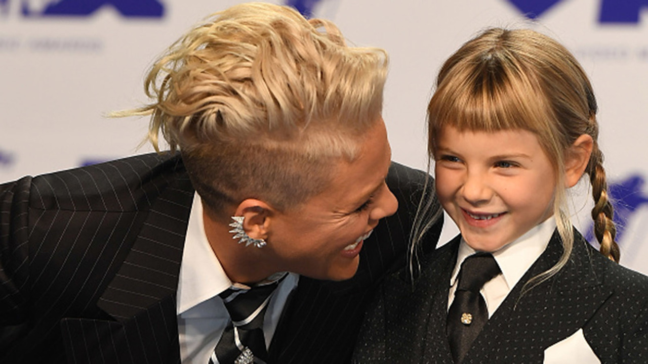 Pinks-Daughter-Willow-Sage-Gives-Dad-Carey-Hart-Worst-Haircut-Ever