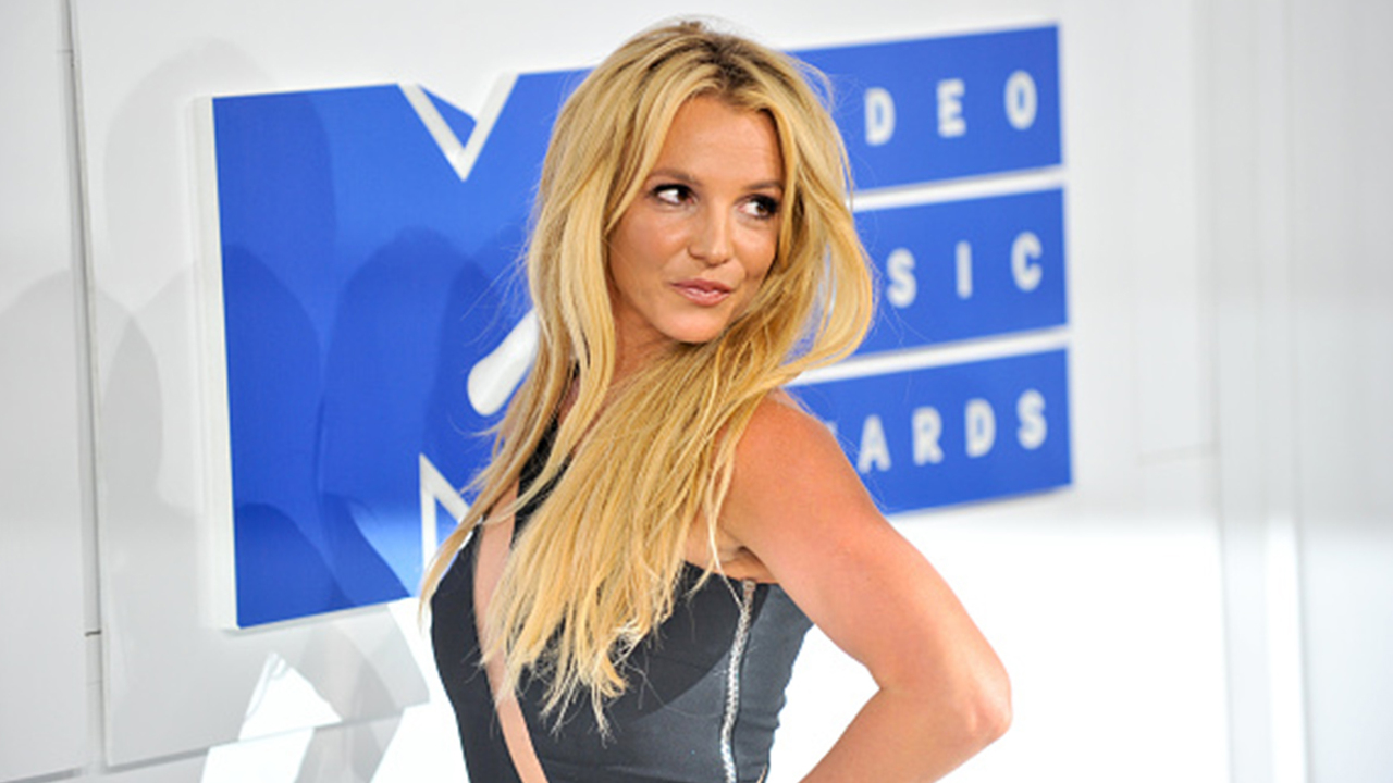 Britney-Spears-Covers-Aretha-Franklins-Natural-Woman-Serves-Some-Serious-Vocals