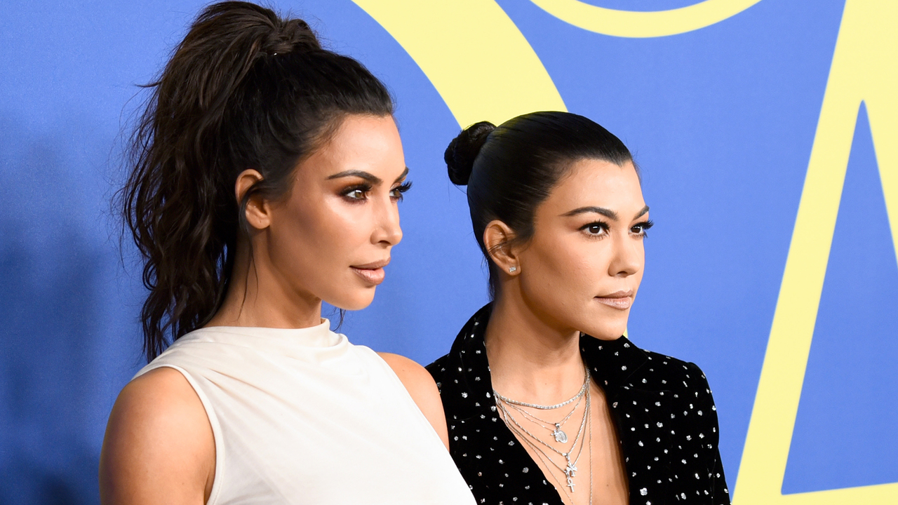 Kim & Kourtney Kardashian Blow Up Twitter With Their 'KUWTK' Feud