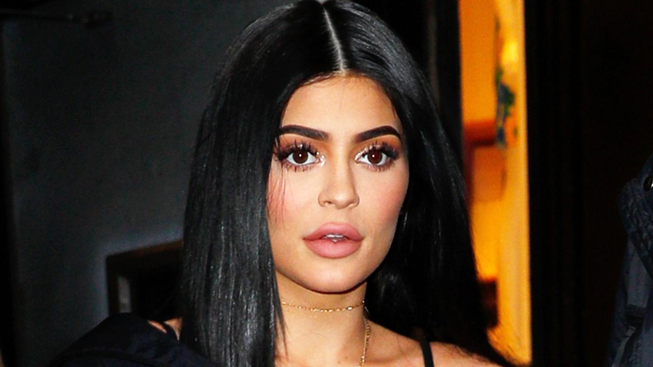 Is-Kylie-Jenner-Planning-A-Gender-Reveal-Photo-Shoot