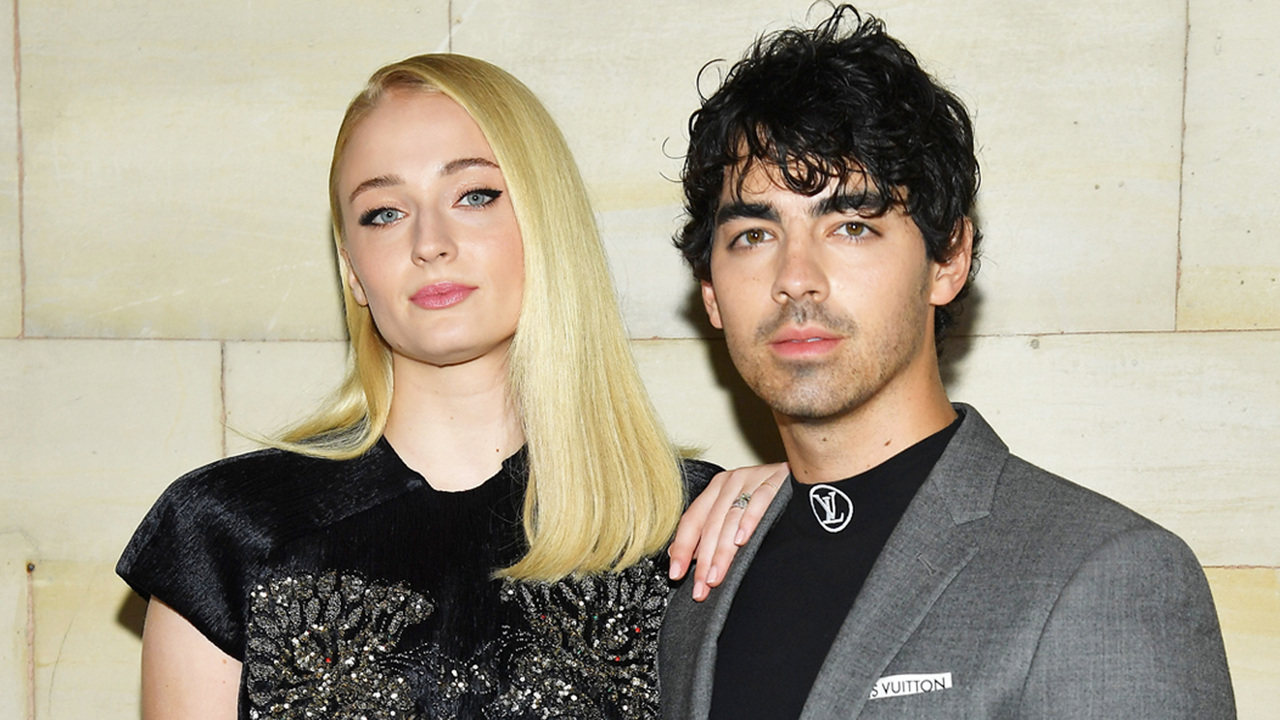 Joe Jonas & Sophie Turner Pack On The PDA In Paris