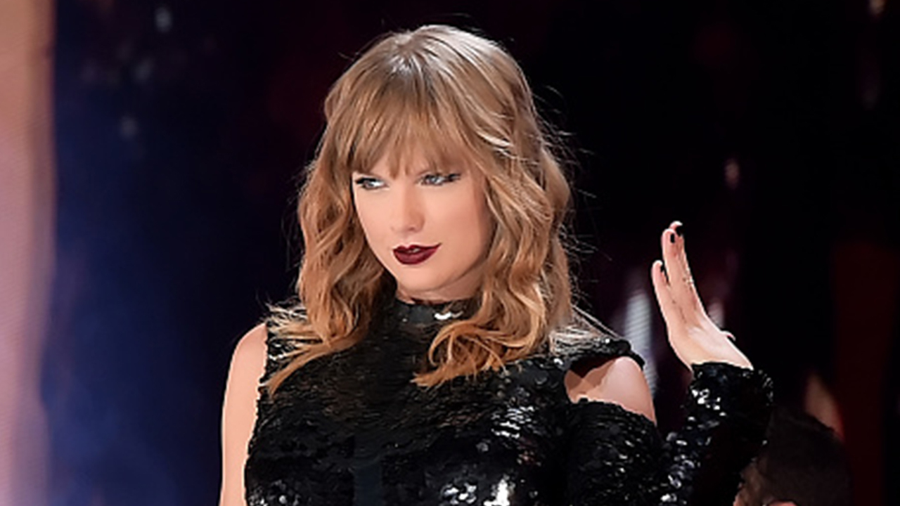Taylor-Swifts-Reputation-Stadium-Tour-Is-A-Must-See-Celebration-Of-World-Class-Artistry-Review