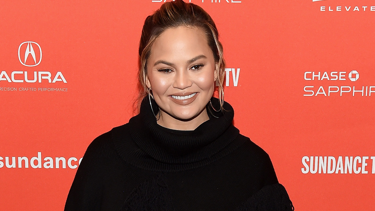 Chrissy-Teigen-Is-Eating-Tacos-Over-Being-Pregnant