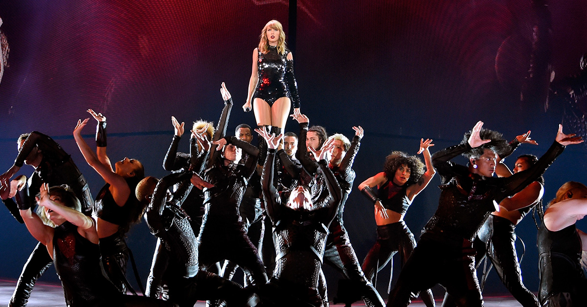 Taylor Swift S Reputation Stadium Tour Is A Must See Celebration Of World Class Artistry Review Access