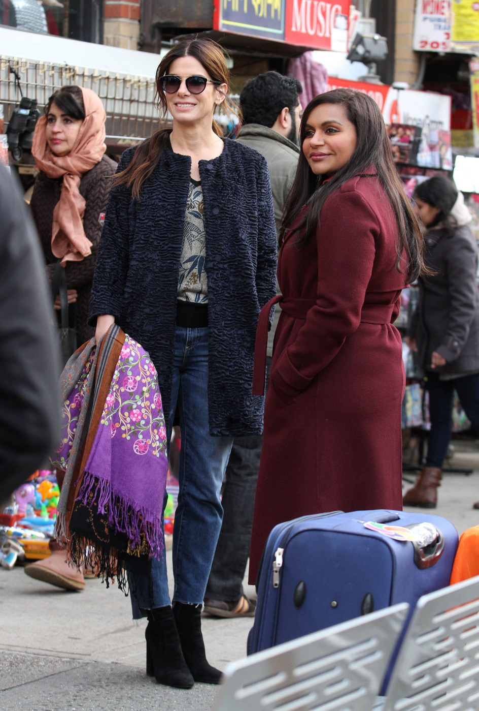 Ocean S Eight Mindy Kaling Says People Think I M Sandra Bullock S Assistant On Set Access Online
