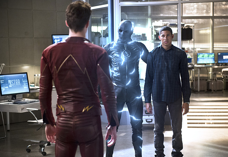 The Flash' Season 2, Episode 18: Sneak Peek Pics From 'Versus Zoom