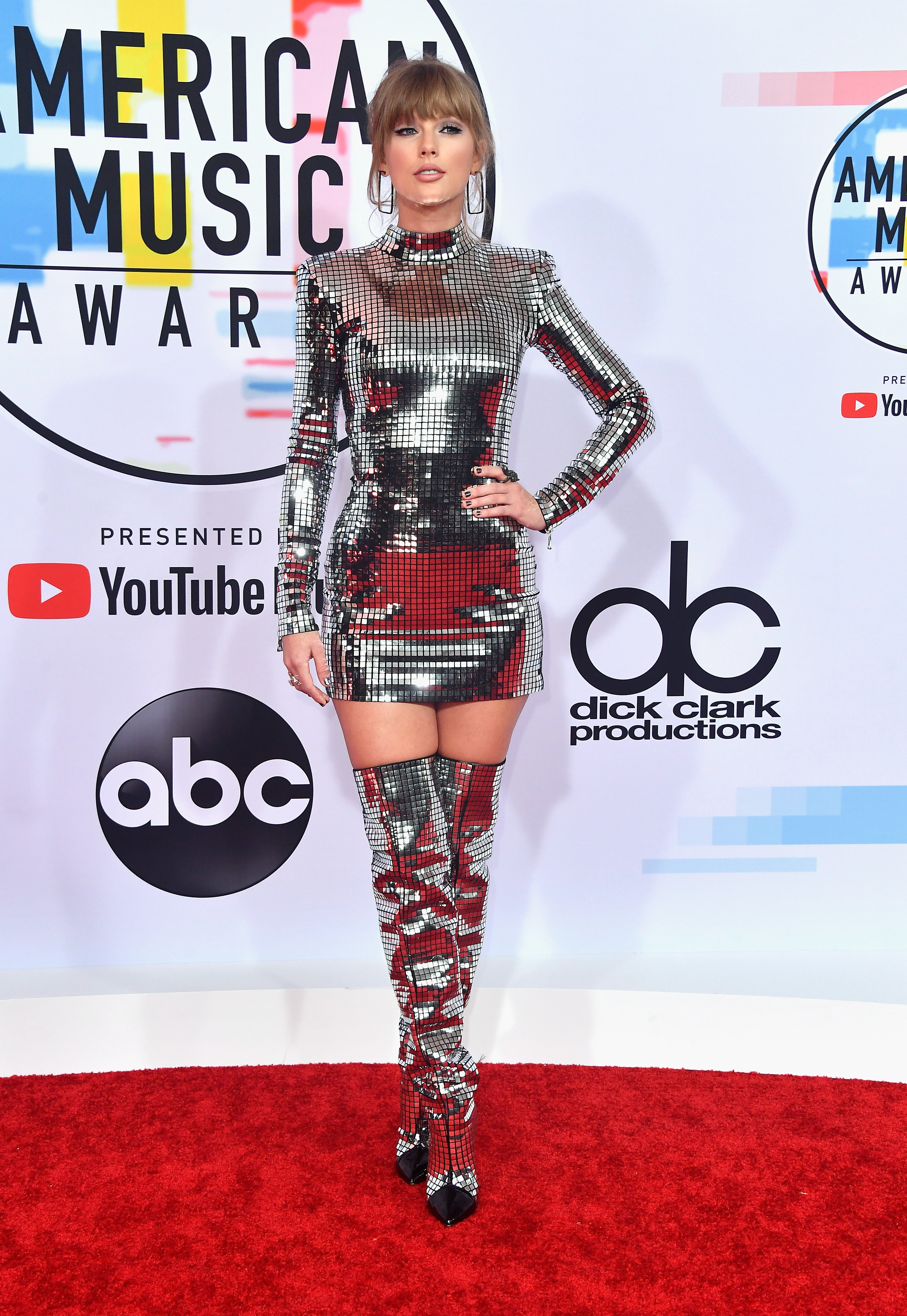 Taylor-Swift-attends-the-2018-American-Music-Awards-at-Microsoft-Theater-on-October-9-2018-in-Los-Angeles