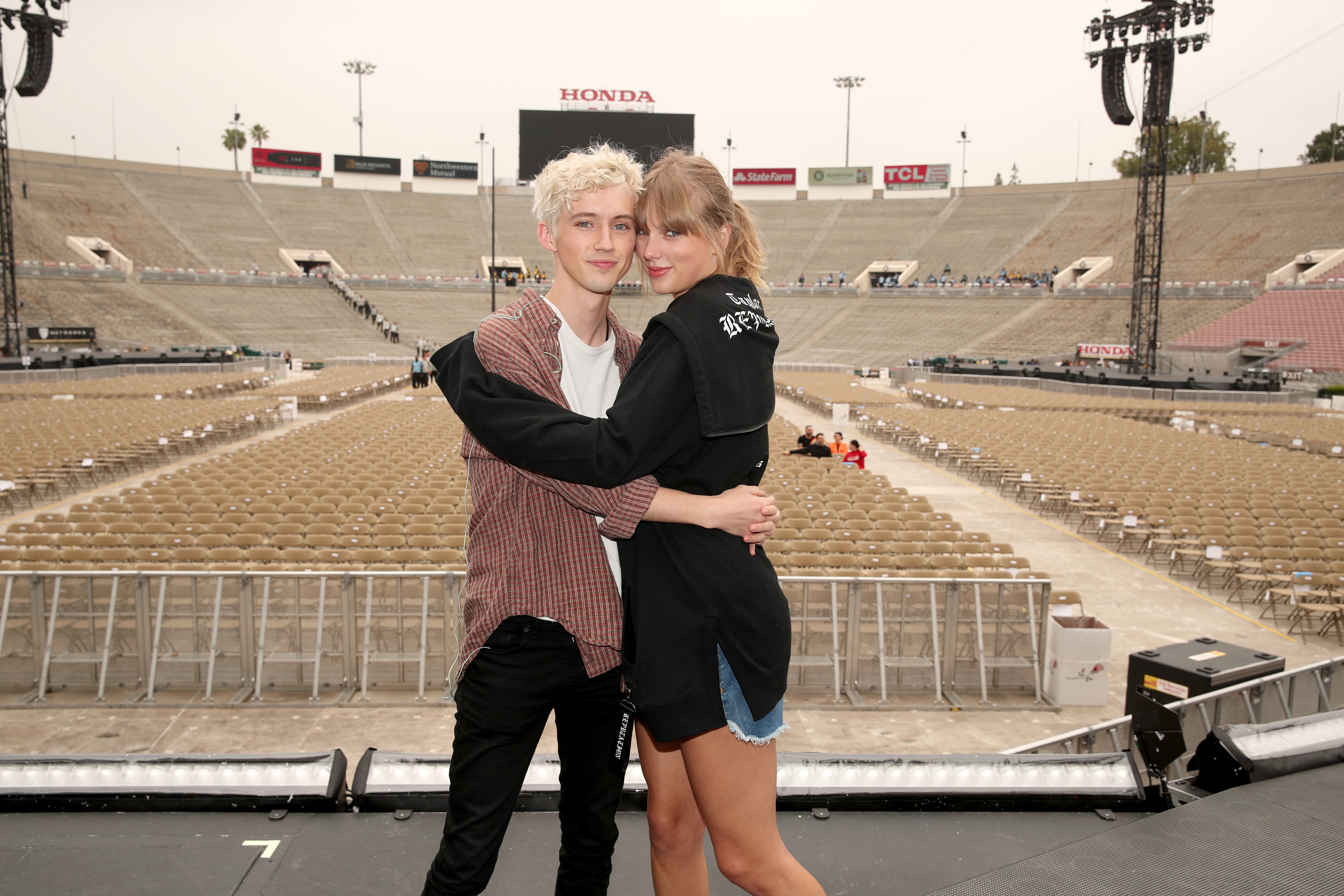 Troye-Sivan-and-Taylor-Swift-pose-onstage-during-the-Taylor-Swift-reputation-Stadium-Tour-at-the-Rose-Bowl-on-May-19-2018-in-Pasadena-Calif