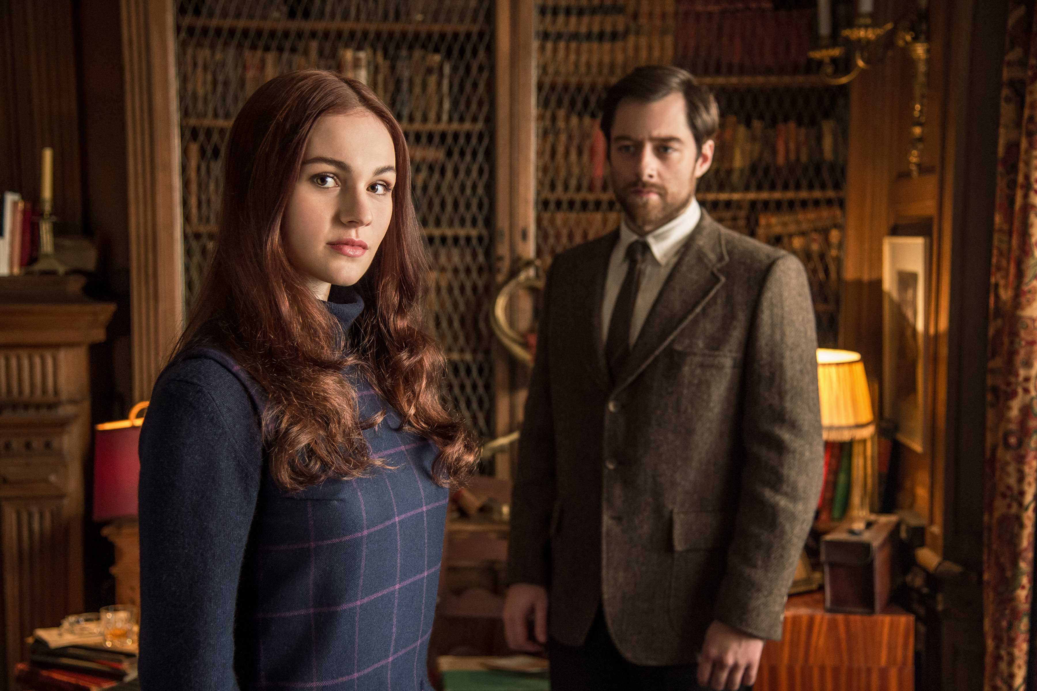 Sophie-Skelton-as-Brianna-Randall-and-Richard-Rankin-as-Roger-Wakefield-in-Outlander-Season-2-Episode-13-Dragonfly-in-Amber